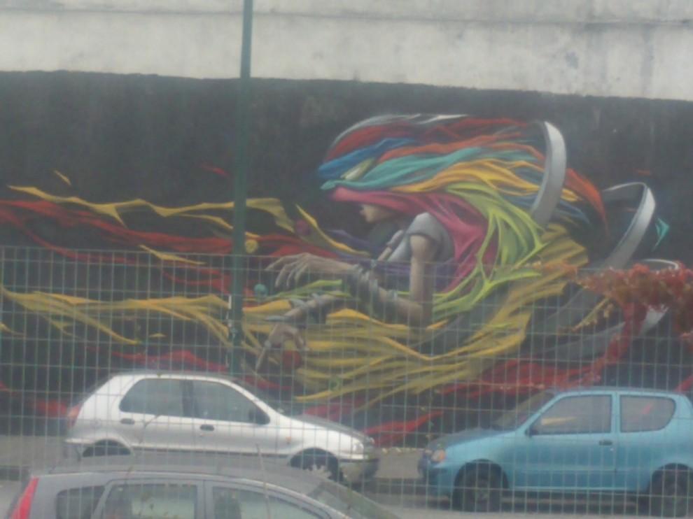 Il dipinto ricopre parte del muro di una comunità alloggio. Foto di Elena Chiaberge