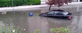 Maltempo, Taranto sott'acqua: soccorsi con barche e gommoni. Evacuati molti reparti Ilva. A Benevento muore operaio