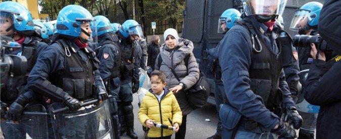 """Sgombero famiglie Bologna, collettivo: """"Uso distorto della forza: ricorso alla Corte dei diritti dell'uomo"""""""