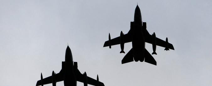 """Stato Islamico, il Corsera: """"Italia bombarderà Isis in Iraq"""". Difesa smentisce: """"Solo ipotesi"""""""
