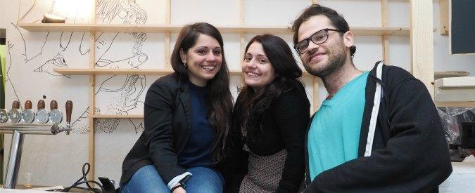 Menù in braille, camerieri non vedenti e banconi accessibili: a Bologna il primo bar pensato per i disabili