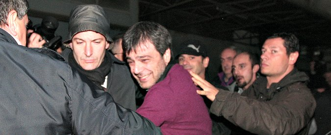 """Antonio Iovine, legale del boss contro la fiction Rai: """"Non si dice che è pentito e la storia d'amore è falsa"""""""