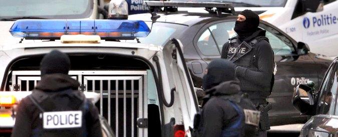 Attentati Parigi, la crisi tiene in casa davanti alla tv soprattutto i giovani
