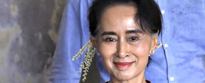"""Elezioni Birmania, partito di San Suu Kyi: """"A noi il 70% dei voti"""". Governo ammette la sconfitta"""