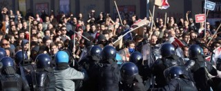 Bologna, cortei contro manifestazione della Lega: cariche della polizia. Sabotata l'Alta Velocità (FOTO)