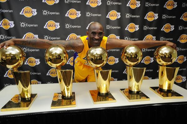miglior fornitore più foto Garanzia di qualità al 100% Kobe Bryant, la stella dei Los Angeles Lakers si ritira ...