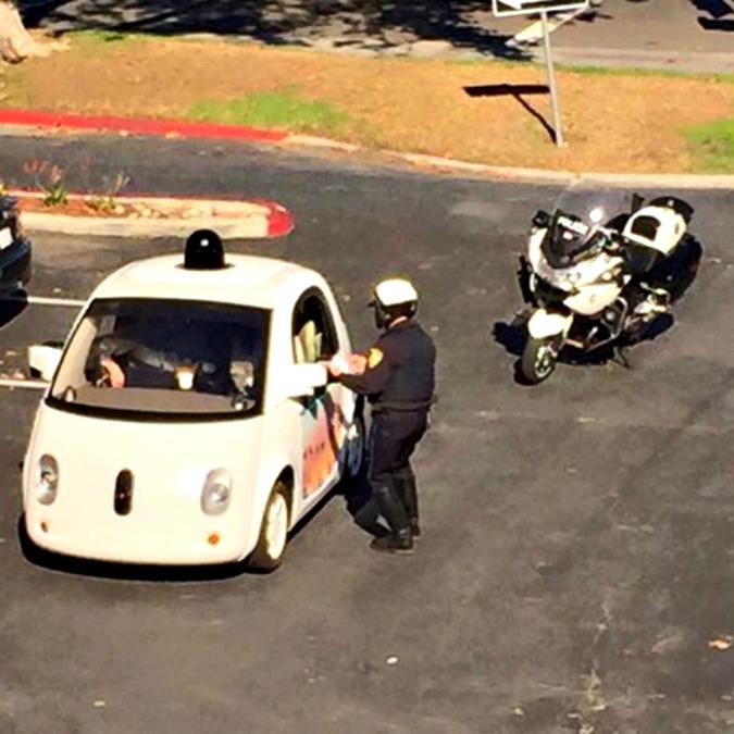 """Google Car: """"Guidiamo troppo piano? Agli umani non succede"""""""