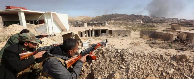 """Iraq, Unicef: """"20mila bambini intrappolati a Falluja"""". Siria, avanza il fronte anti-Isis: """"15 civili uccisi dai raid della coalizione"""""""
