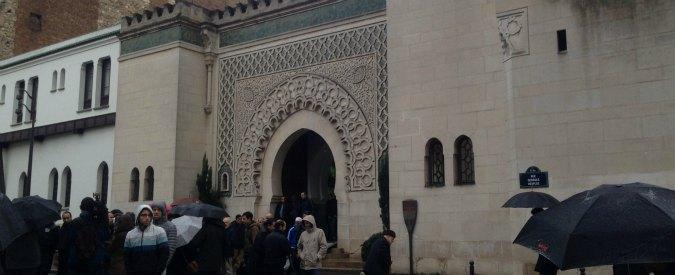 """Attentati Parigi, preghiera blindata nella moschea: """"Islam è religione di pace. Chi uccide un uomo, uccide l'umanità"""""""