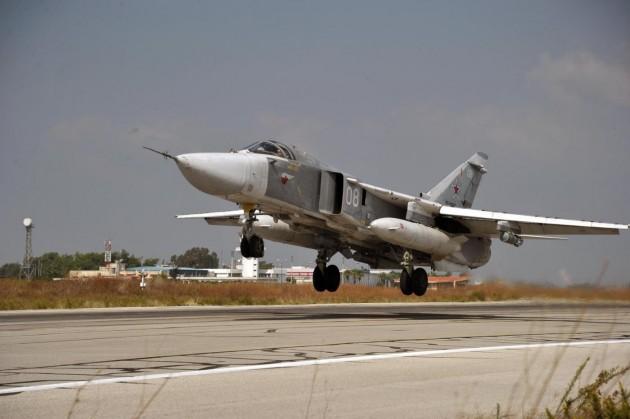 Aereo militare russo abbattuto da jet turchi in Siria
