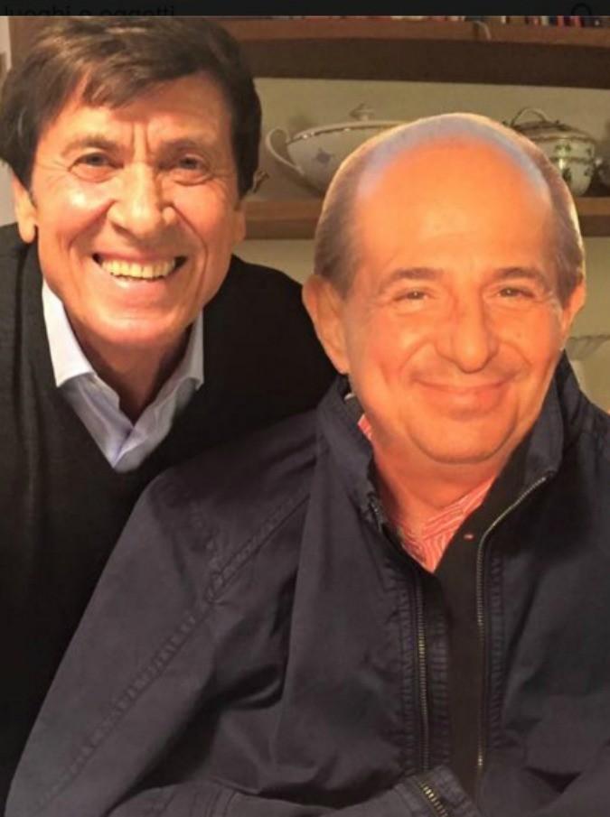 Gianni Morandi, su Facebook un selfie con il cartonato di Giancarlo Magalli: pace fatta?