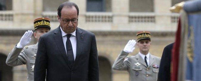 """Attentati Parigi, la Francia ricorda le vittime a Les Invalides. Hollande: """"Orda di assassini ha colpito 130 dei nostri"""""""