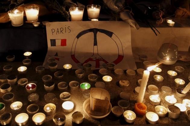Attacchi Parigi, il mondo ricorda le vittime