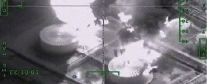 """Siria, Turchia abbatte caccia russo: tre giorni prima Mosca aveva bombardato il petrolio di Isis. Con cui """"Ankara fa affari"""""""