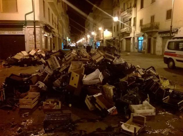 Rifiuti Livorno piazza Cavallotti (1)