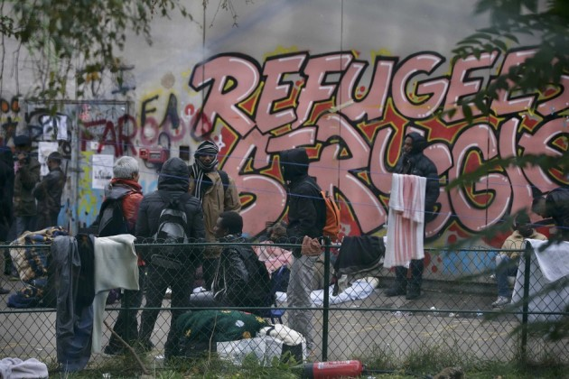Francia migranti, lo sgombero del liceo Jean Quarre a Parigi
