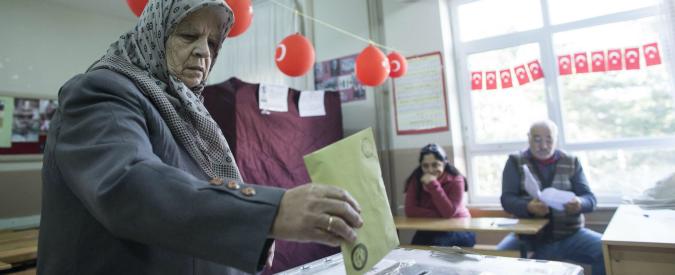 Turchia, Erdogan alla prova del voto: maggioranza in bilico. Alta tensione ai seggi