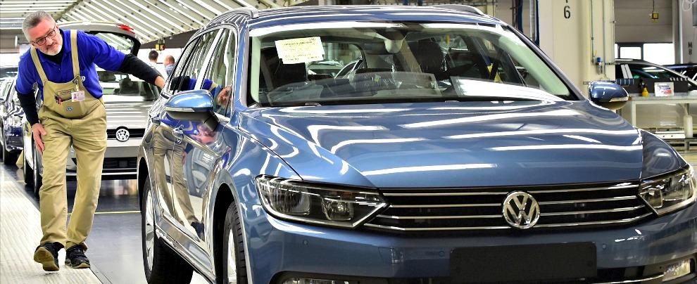 Mercato auto europeo, a ottobre +2,7%. Il gruppo Volkswagen perde lo 0,8%