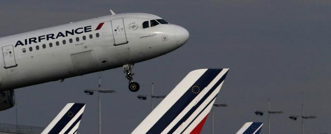 Attentati Parigi, la risposta delle borse: giù compagnie aeree e catene alberghiere, su i produttori di armi