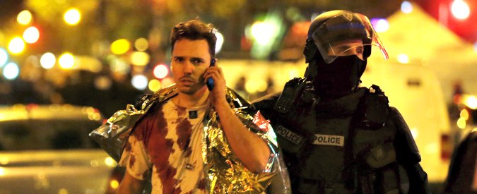 """Stragi di Parigi, sopravvissuti contro lo Stato: """"Chiamai la polizia, prima non risposero e poi dissero 'peggio per voi'"""""""