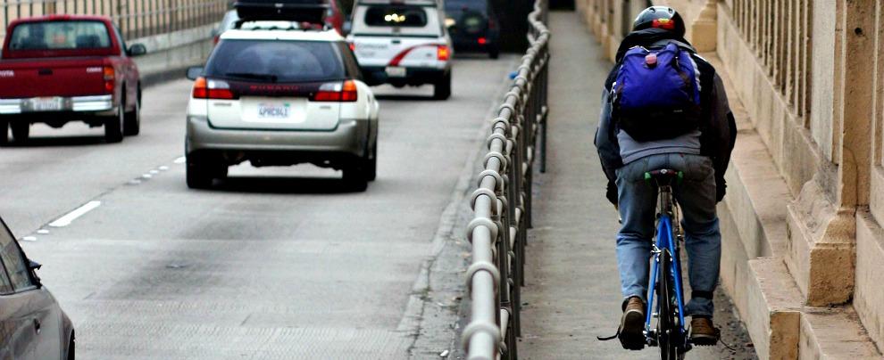 Bike to work, il comune di Massarosa incentiva chi va al lavoro pedalando. Ma l'Italia non è (ancora) un paese per ciclisti