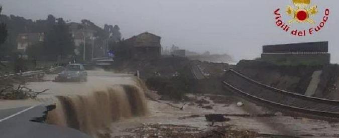Maltempo Calabria, esonda torrente nel reggino: un morto, paesi isolati, linea ferroviaria danneggiata