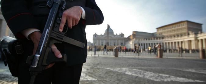 Lotta al terrorismo dopo la strage di Parigi: più sicurezza e meno libertà? Ecco le ricette della politica