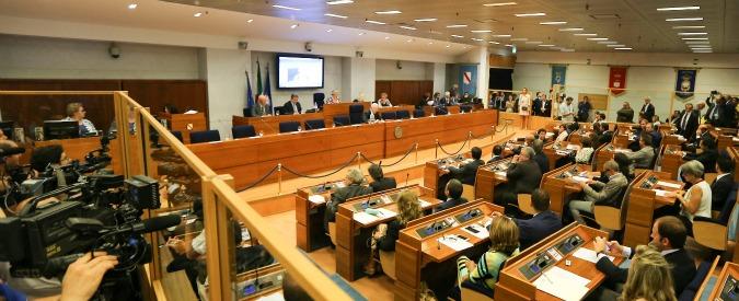 Regione Campania, con De Luca presidente tornano i contratti ai parenti dei consiglieri regionali
