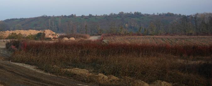 """Discarica abbandonata nel Milanese, l'Arpa: """"Produce percolato"""". Rischi per fiume Lambro"""