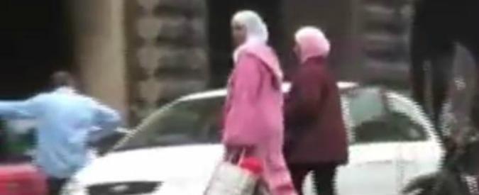 """Attentati Parigi, ragazze musulmane aggredite a Bologna: """"Insulti, sputi e velo strappato. E' come il post 11 settembre"""""""