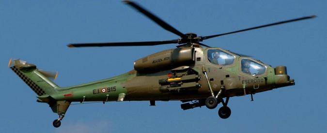 Rimini, prende fuoco un elicottero dell'Esercito: quattro soldati feriti