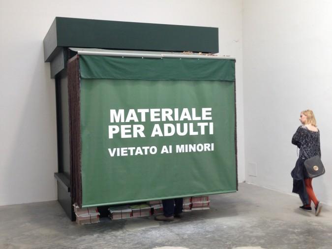 'Edicola Mundo' di Francesc Ruiz: l'Italia come la 'Settimana Enigmistica'
