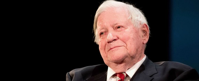 Helmut Schmidt, morto l'ex cancelliere della Germania federale. Aveva 96 anni