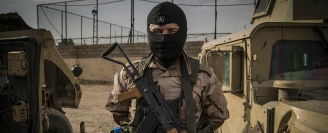 """Terrorismo, siriano arrestato a Orio al Serio: """"Organico a Isis. Sua foto in divisa"""""""