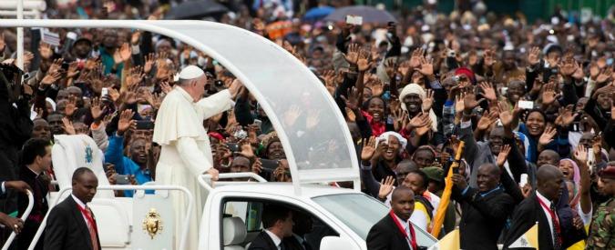 """Papa Francesco a Nairobi: """"Minoranze concentrano potere e ricchezza. Bambini come carne da cannone"""""""
