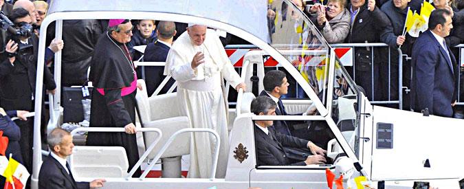 """Papa Francesco a Prato: """"Combattere fino in fondo cancro della corruzione e veleno dell'illegalità"""""""