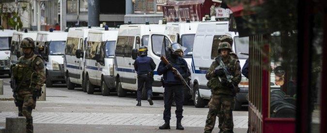 "Stragi Parigi, governo: ""Jihadisti hanno usato passaporti siriani falsi"". Cazeneuve chiede nuove misure"