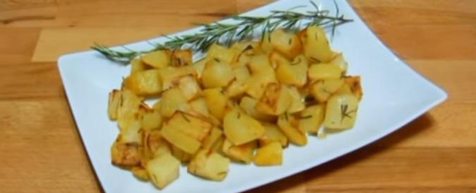 """Alimenti cancerogeni, studio inglese: """"Patate e toast troppo cotti aumentano rischio cancro"""""""