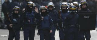 """Attentati Parigi, il capo delle teste di cuoio a Saint-Denis: """"Terroristi lanciavano granate, difesi da maxi-scudo"""""""
