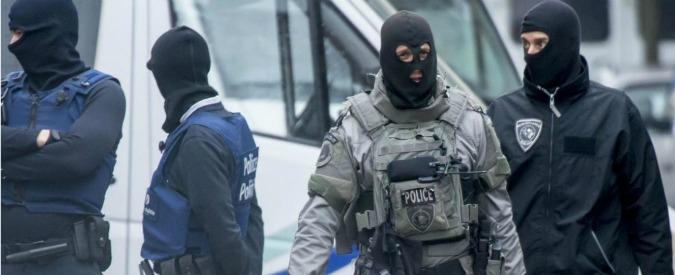 """Attentati Parigi, i ricercati sono due. Salah chiamò amico: 'Vieni a prendermi'. Telefono di kamikaze con sms: """"Siamo pronti"""""""