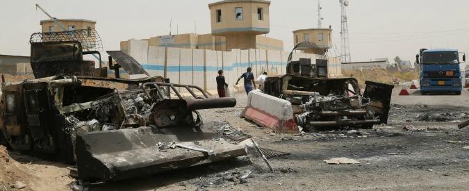 """Attentati a Parigi, raid francesi su Raqqa. Isis: """"Hanno colpito luoghi deserti, nessun combattente ferito"""""""