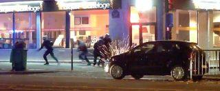 Attentati Parigi, lo scontro a fuoco tra terroristi e polizia fuori dal Bataclan