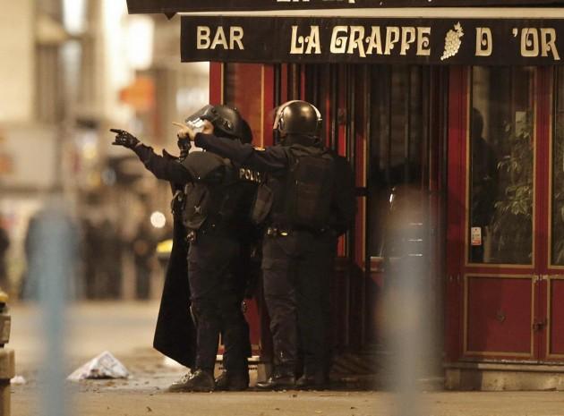 Attacchi Parigi, blitz a Saint-Denis:tre terroristi morti e tre arrestati