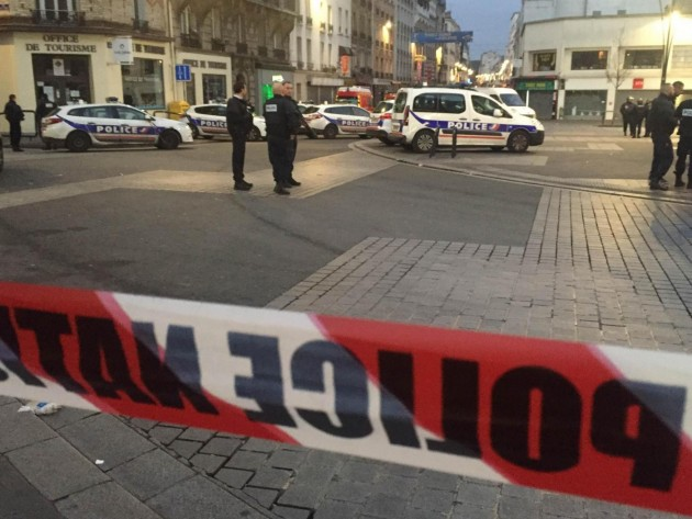 Blitz a Saint-Denis dopo attacchi di venerdì a Parigi