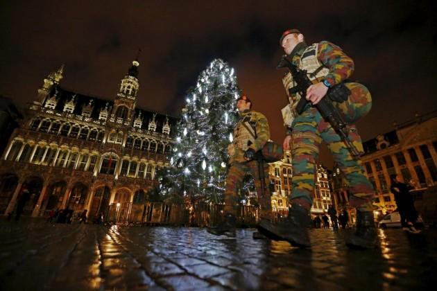 Bruxelles, operazione forze di sicurezza alla Grand Place