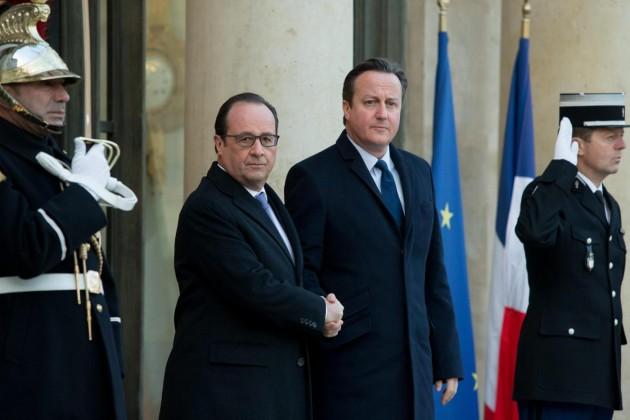 Francois Hollande incontra David Cameron al palazzo dell'Eliseo.