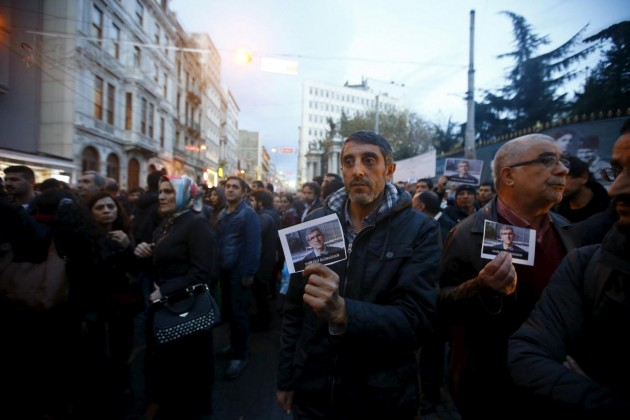 Protesta in piazza a Istanbul per l'avvocato curdo ucciso