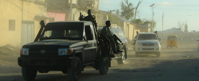 "Somalia, assaltato hotel Ambassador a Mogadiscio: ""Autobomba, poi spari"". Al Shabaab rivendica. Testimone: ""15 morti"""