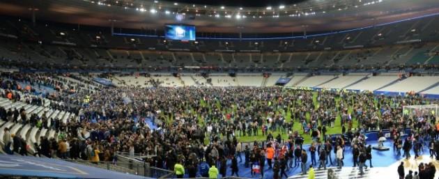 Attentati Parigi: su Facebook rissa sul terrore e la pace