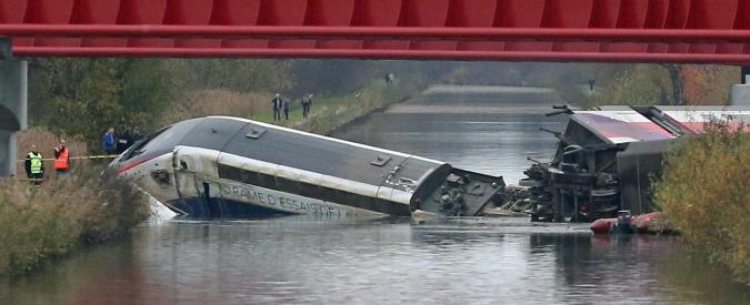 """Francia, Tgv deragliato: i morti salgono a 11. """"A bordo anche bambini"""", aperta un'inchiesta"""